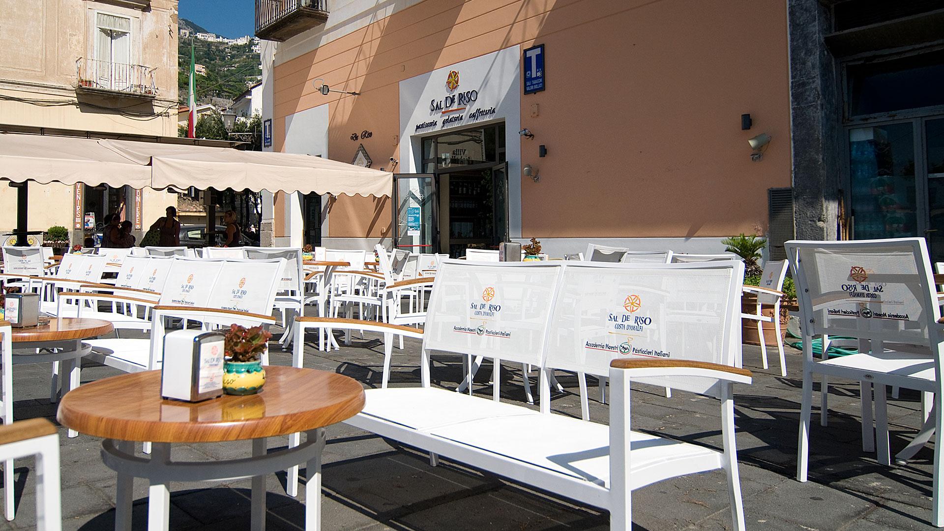 Contract e forniture bar ristoranti arredamenti e for Tavoli arredo