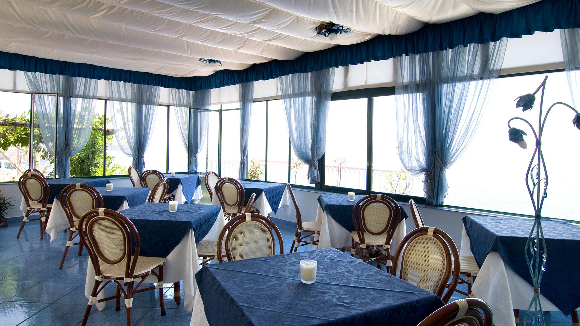 Contract e forniture bar ristoranti arredamenti e forniture in costiera amalfitana salerno - Subito it tavoli e sedie usate ...