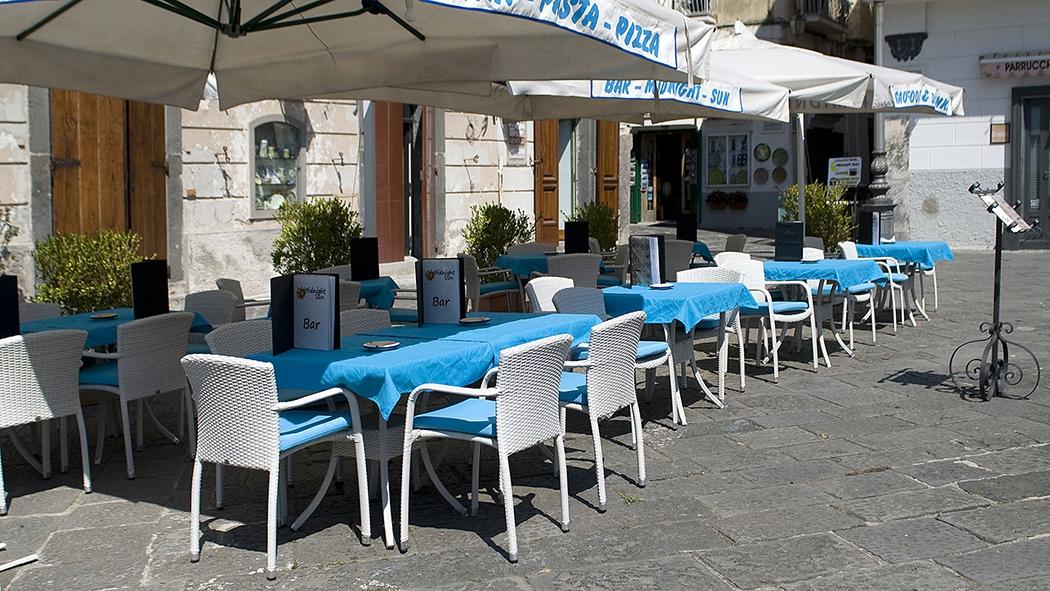 Catalogo vendita mobili arredamenti e forniture in for Arredamenti bar ristoranti
