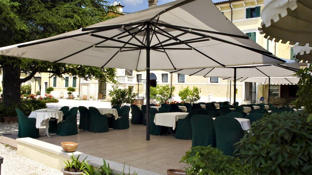 Catalogo vendita mobili arredamenti e forniture in for Arredi esterni per bar e ristoranti